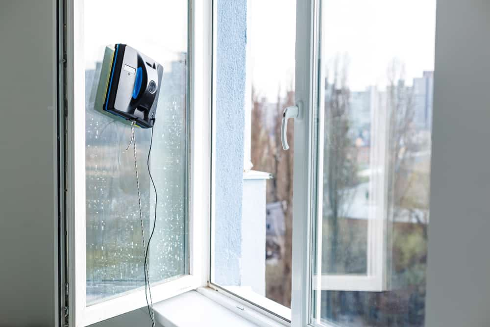 roboti curatare geamuri
